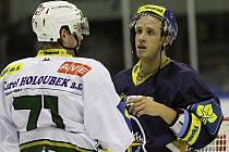 Rytíři Kladno - HC Karlovy Vary 4:1,  bratři Látalové po utkání. Zády méně spokojený Jan, čelem autor jednoho gólu Martin