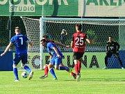 Králův Dvůr (v modrém) podlehl doma v MOL Cupu Táborsku 1:2.