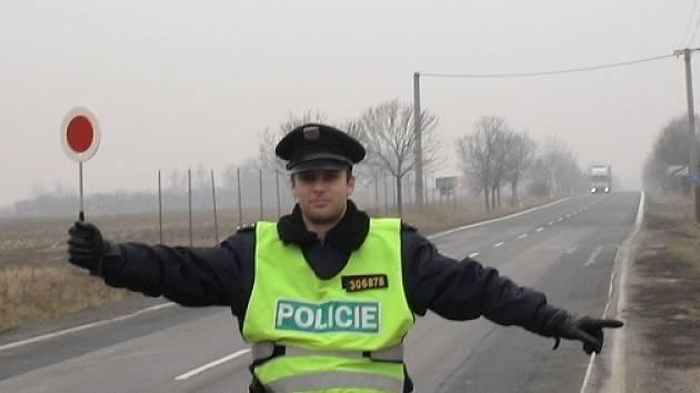 Policisté kontrolovali řidiče.