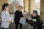 Na střední zdravotnické škole v Kladně volili také lidé nahlášení na radnici.
