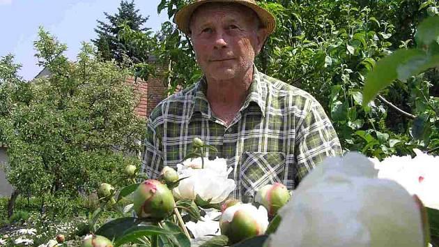 Miloslav Šach má v Podprůhonu zahrádku již 41 let. I on si velmi přeje, aby osada zůstala zachována.