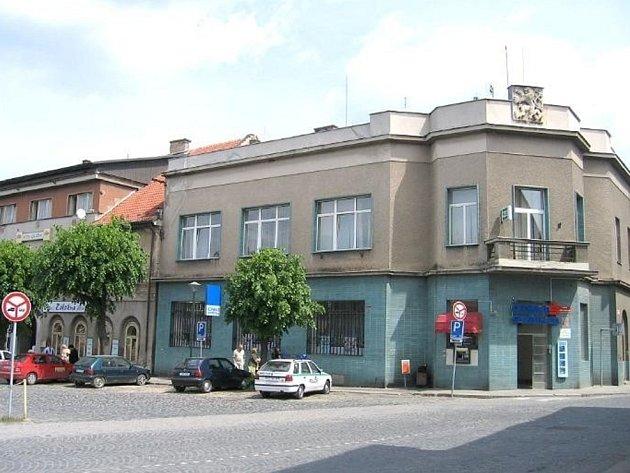 Bývalý hotel Záložna ve Velvarech na náměstí