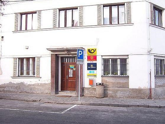 Poštu v Buštěhradu přepadl pachatel s trhavinou v ruce