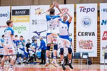 Volejbalisté Kladna (v bílém) vyhráli domácí zápas proti Zlínu 3:0.