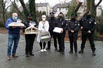 Kladenští policisté se opět rozhodli rozdávat radost.