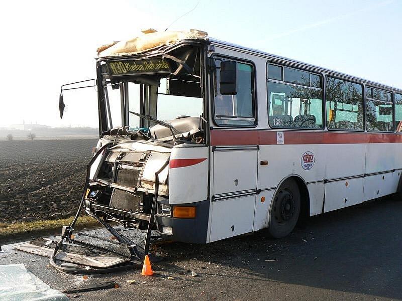 Nehoda autobusu u Velkého Přítočna