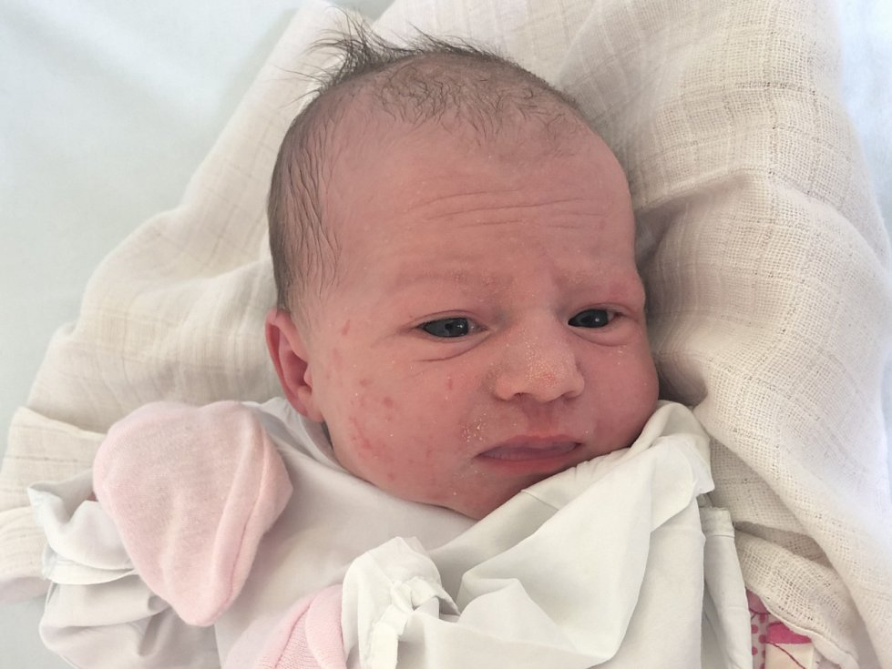 VIKTORIE VEJVODOVÁ, UNHOŠŤ. Narodila se 9. července 2019. Po porodu vážila 3,17 kg a měřila 48 cm. Rodiče jsou Kateřina Vejvodová a Martin Vejvoda. Sourozenci Samuel a Natálie. (porodnice Kladno)