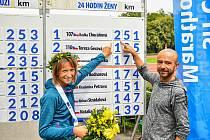 V Kladně se o víkendu rozdělovaly mistrovské tituly v běhu na 24 hodin. Radka Churaňová a trenér Radek Brunner