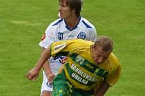 SK Kladno - Sokolov 1:0. Martin Samek v duelu s Duchničem.