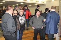 ZASTUPITELÉ i návštěvníci v sále Grandu byli v pondělí rychlým ukončením jednání poněkud zaskočeni.