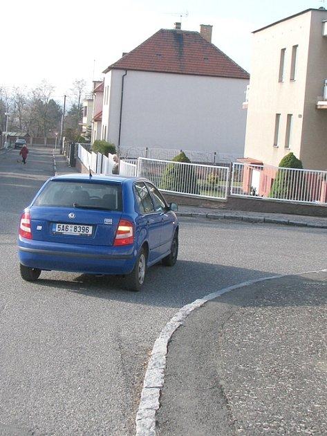 Slánská radnice přichází s novinkou. Z některých ulic zmizí nadobro dopravní značky. Lokalita V Ráji je jednou z prvních, kde  bude experiment zaveden.