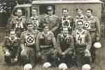 Soutěžní družstvo kladenských hasičů. Nahoře: J Kortus, J. Raboch, J. Sachr, E. Jenčík, J. Kratochvíl, J. Šrankota. Dole: J. Jílek, S. Typolt, V. Kotelenský, K. Šebera, M. Janza.