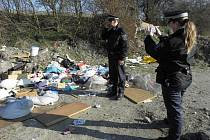 Strážníci skládku zdokumentují a předají správnímu orgánu k dořešení.