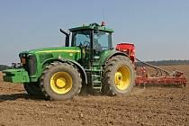 Rakovnicko, Kladensko/ Okradení zemědělci na Rakovnicku i Kladensku se domnívají, že jejich zemědělské stroje končí  za hranicemi republiky u polských sousedů. Koupě nového traktoru je nákladnou záležitostí.