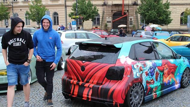 Do Kladna přijelo kolem dvou stovek vyšperkovaných automobilů.