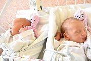 ANEŽKA A AMÁLIE JUNOVY, DOKSY. Narodily se 1. března 2018. Vážily 2,67 kg a 2,2 kg. Rodiče jsou Anna Junová a Pavel Jun. (porodnice Kladno)