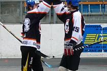 Radost Černé hvězdy - hokejisté Kregl s Hoffmannem.
