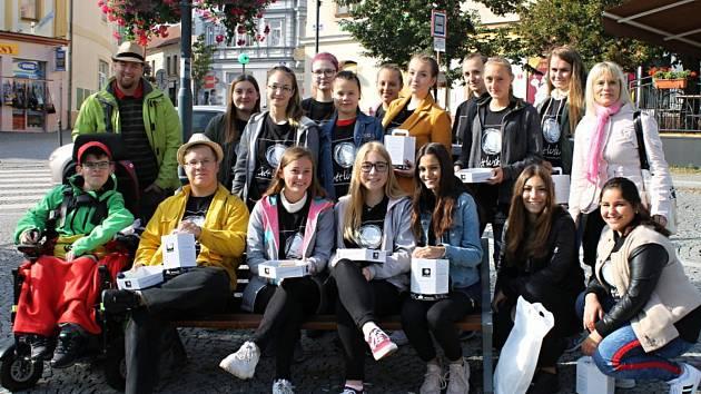 Kladenští studenti podpořili projekt Světluška.
