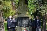 Ze vzpomínky na hrdiny a oběti II. světové války v Tuchlovicích a v Srbech.