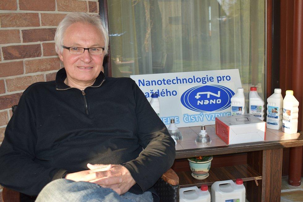 Vědec Jan Procházka vynalezl jedinečný funkční nátěr, který spolehlivě zabíjí viry a baterie bez použití chemie díky fotokatalýze.