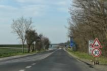 Řidiči pozor! Silnice u Slaného je uzavřena.