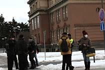 Evakuace budovy Okresního soudu Kladno kvůli nahlášené bombě.