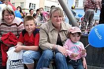 Přilákat lidi na pěší zónu mohou například nejrůznější kulturní pořady. Důkazem je každoroční promo akce Kladenského deníku.