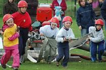 S hadicemi a proudnicemi odstartovali při soutěži ve Hřebči nejmenší hasiči ze Lhoty.