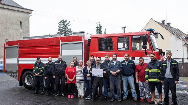 Pcherští hasiči v roce 2017 při přebírání nového vozidla.