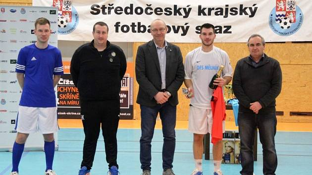 Velký turnaj SKFS rozhodčích se odehrál v Unhošti, vyhrál Mělník. Vítěze vyhlašoval i šéf SKFS Miroslav Liba.