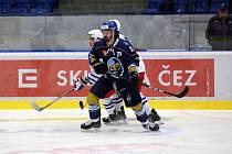 Rytíři Kladno (v modrém) jasně porazili na domácím ledě Třebíč.