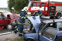 Jedna z tragických nehod se vloni v regionu stala mezi Kladnem a Velkou Dobrou.