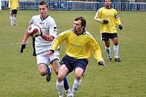 Milan Maňkoš (vpravo) měl v Lánech také velkou šanci.