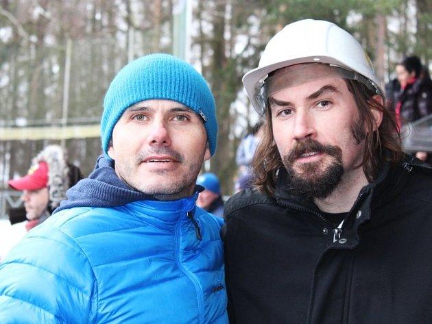Bývalý hokejista Michal Havel (vlevo) sšéfem fanklubu Kladna Jaroslavem Zelenkou.