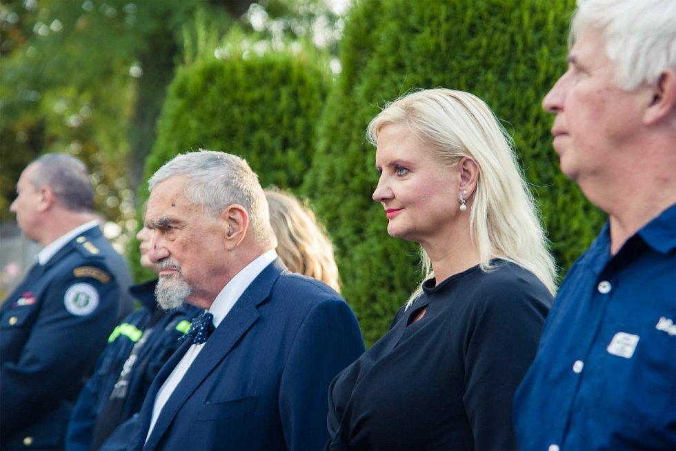 Výročí úmrtí Masaryka si v sobotu 11. září 2021 v Lánech připomněli zapálením vatry