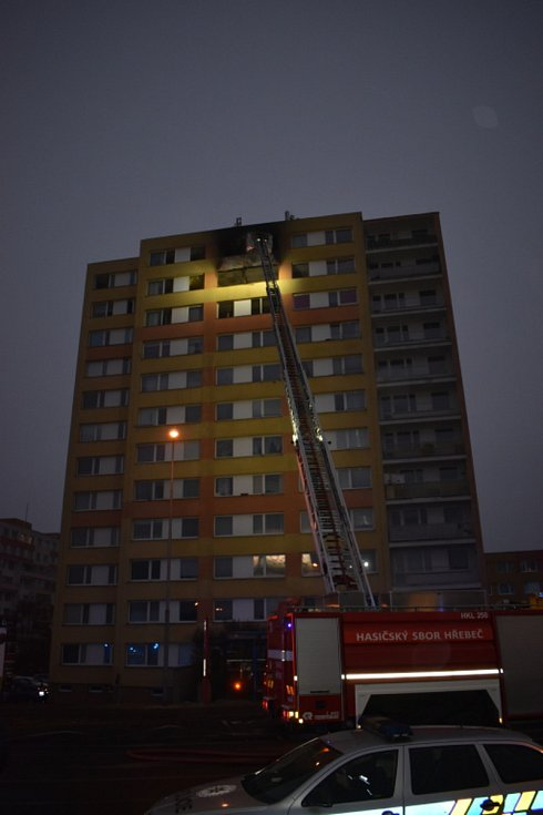 Požár paneláku v Americké ulici v Kladně 25. ledna 2020.