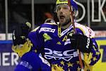 Petr Leška si druhou vyrovnávací branku dvě minuty před možným koncem utkání užil // HC Kladno - PSG Zlín 2:3pp, O2  ELH 2010/11, hráno 21.9.2010