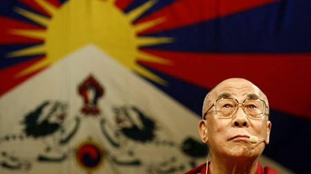 Slaný a Tibet jsou vzájemně propojeny. Město vlastní vlajku vysvěcenou Dalajlámou, část půdy z Masarykova náměstí leží v Himálajích.