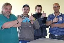 ČTVEŘICE ŘEMESLNÍKŮ kde se řemeslo dědí z otce na syna. Zleva: Tomáš a Lukáš Charvátovi. Pavel a Jaroslav Mittelbachovi.