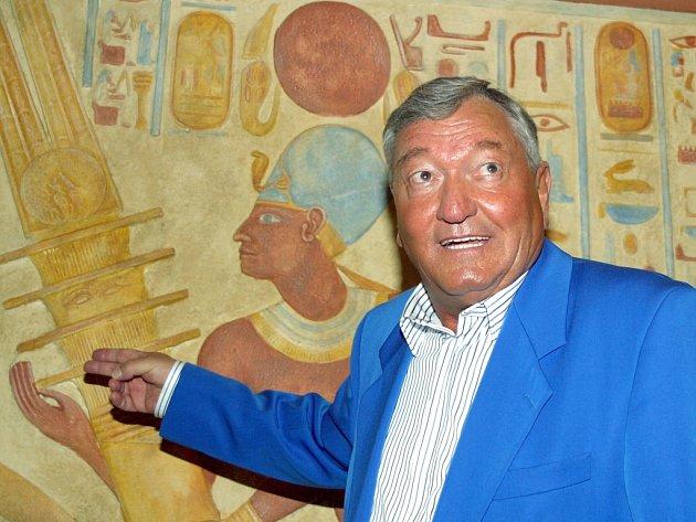 Podle Ericha von Dänikena jsou uvnitř Cheopsovy pyramidy ukryty knihy.