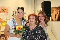Vernisáže se v kladenském obchodním centru zúčastnily také patronky nadace Mahulena Bočanová a Hana Heřmánková.