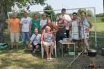 Účastníci soutěže O nejlepší kotlíkový guláš v Kačici