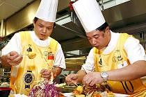 Podle slov kladenské hygieničky Marie Krečmerové lidé nemusí mít kvůli stravování v asijských restauracích obavy. V mnohých by se prý čeští provozovatelé měli co přiučit.