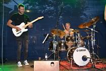 OBRAZEM: Na náměstí ve Slaném zahrály v pátek dvě kapely. Foto: Jitka Krňanská