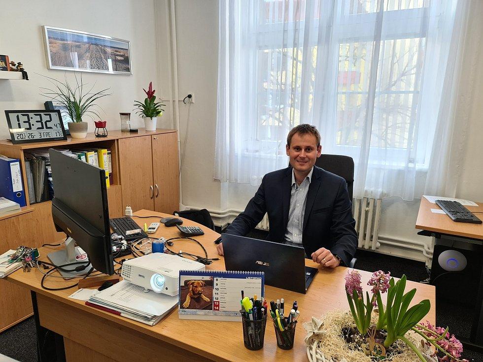Střední odbornou školu a Střední odborné učiliště v Kladně vede sedmým rokem ředitel Petr Paták. Ta by se měla stát nástupnickou organizací po sloučení se školu ve Středoklukách.