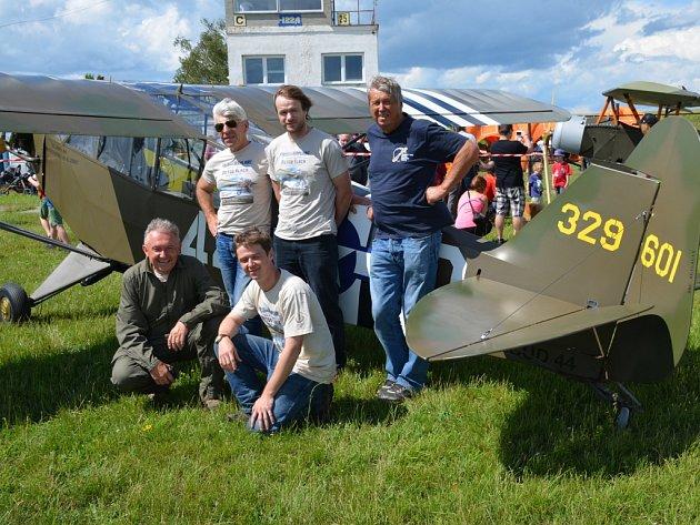 Přehlídka historických letadel se konala ve Slaném na letišti