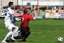 Kladenská dvojka Rada - Rendla fauluje Radima Holuba a následuje penalta. Ta asi zápas zlomila, padl z ní třetí gól.