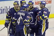 Hvězdná kladenská parta okolo Jaromíra Jágra dělala dresům s rytířem na prsou reklamu v minulé sezoně při výluce v NHL.