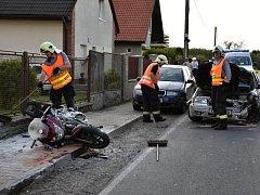 Na Kladensku bourali o víkendu hned dva motorkáři, zasahoval i vrtulník.