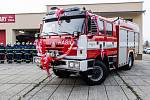 Na sobotní slavnosti, předání nového vozidla velvarským hasičům, nechyběla řada vážených hostů ani veřejnost.